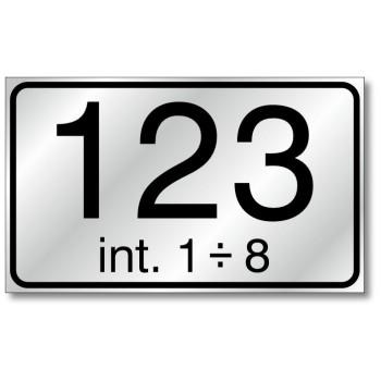 Numero civico maggiorato con interni 20x12, in alluminio composito, sp. 2 mm., fondo rifrangente classe 1 completo di numerazion