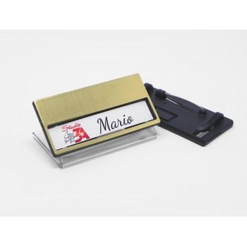 Portanome in plastica finitura oro spazzolato, misura mm 68x33 con ganci e spilla sul retro
