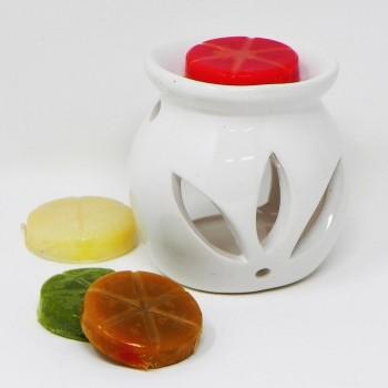 Brucia essenza in ceramica con cera profumata, dimensioni circa cm 8x8x8, 4 essenze incluse, senza candela.